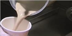 """""""网红""""奶茶成分揭秘 部分咖啡因含量抵8罐红牛"""