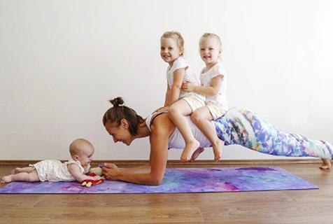 辣妈带三女儿健身克服产后抑郁症
