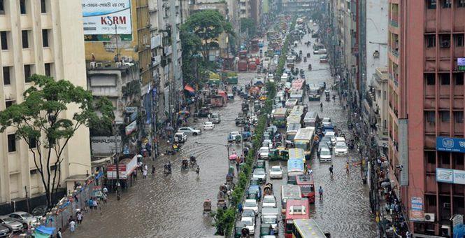 孟加拉国首都达卡遭严重内涝