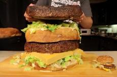 大胃王挑战90斤重巨无霸汉堡
