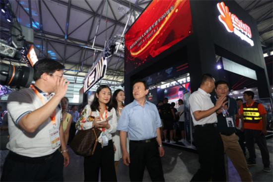 孙寿山、张毅君视察2017CJ空中网展区 鼓励深耕军武文化