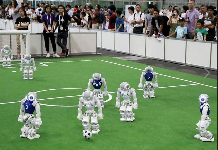 日本名古屋举办机器人世界杯 人工智能自主射门