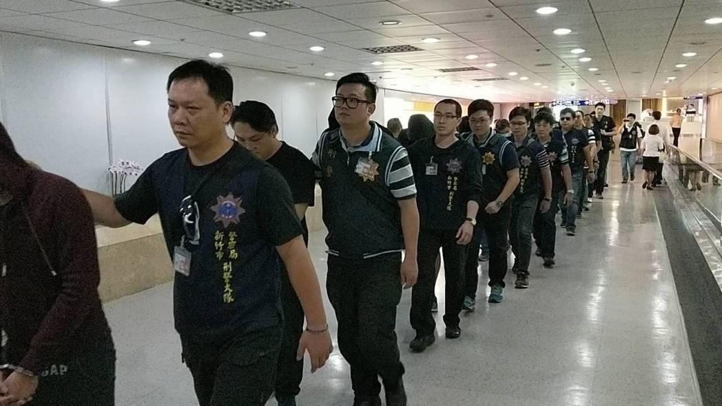 18名台籍诈骗犯罪嫌疑人从泰国押解回台