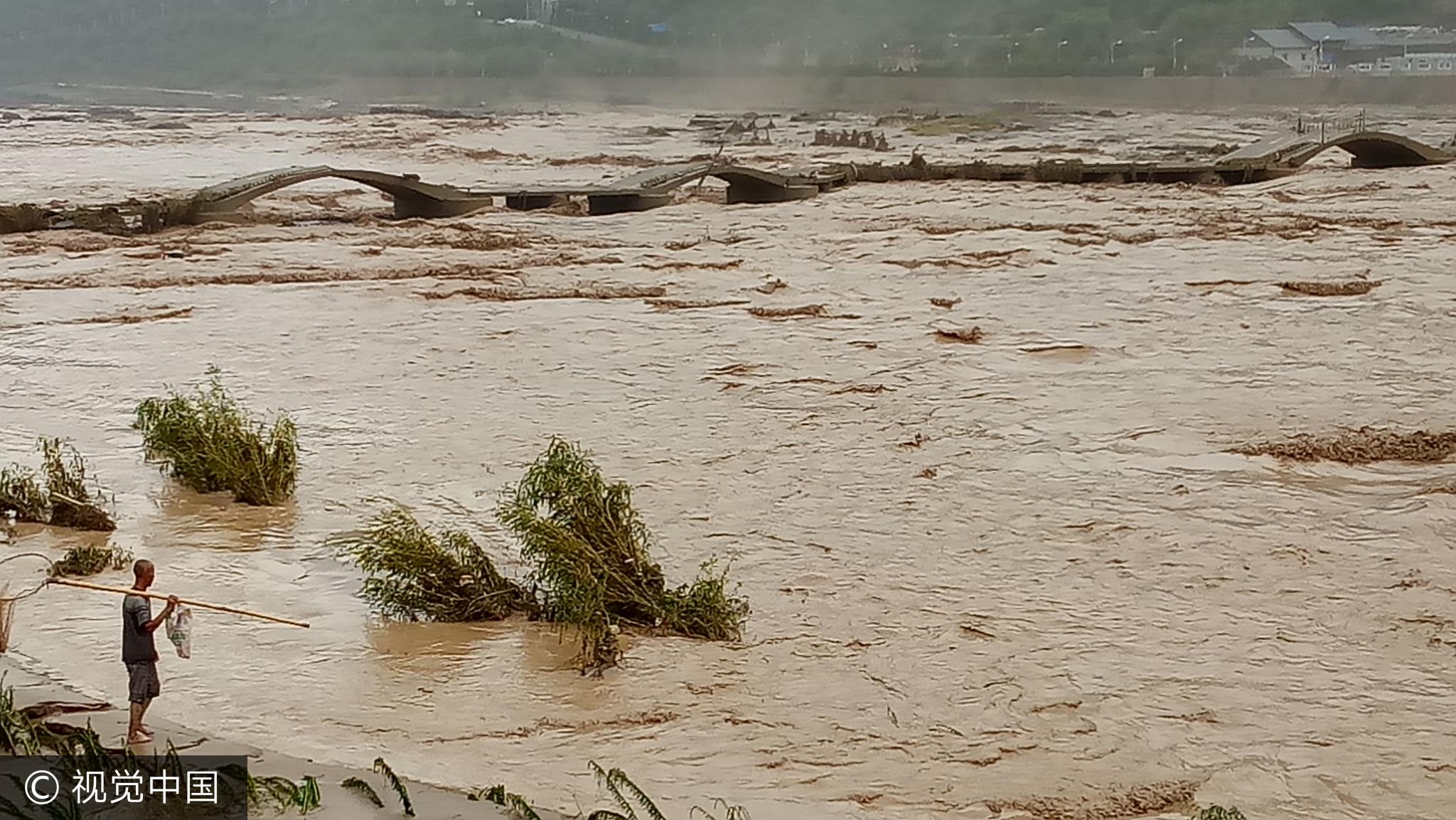 山西吉县:黄河壶口段迎今年最大洪峰