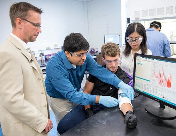 美国凡德比特大学团队研发人体动能薄膜发电设备