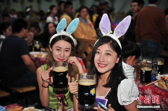 """中国啤酒行业为何""""旺季不旺""""? 业内:产能过剩"""