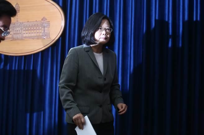 台作家:台湾要转衰为旺需认同我是台湾人就是中国人