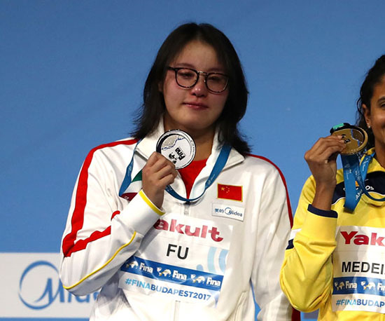 女子50米仰泳傅园慧0.01秒劣势摘银 汪雪儿第六