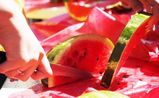 美学者:西瓜中含有硝酸盐 常吃西瓜可引发癌症