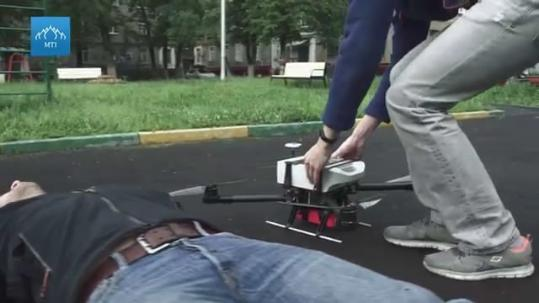 带心脏起搏器的无人机 紧急时刻比救护车快多了