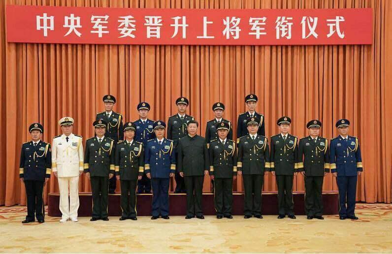 习近平颁发命令状:韩卫国等5人晋升上将军衔