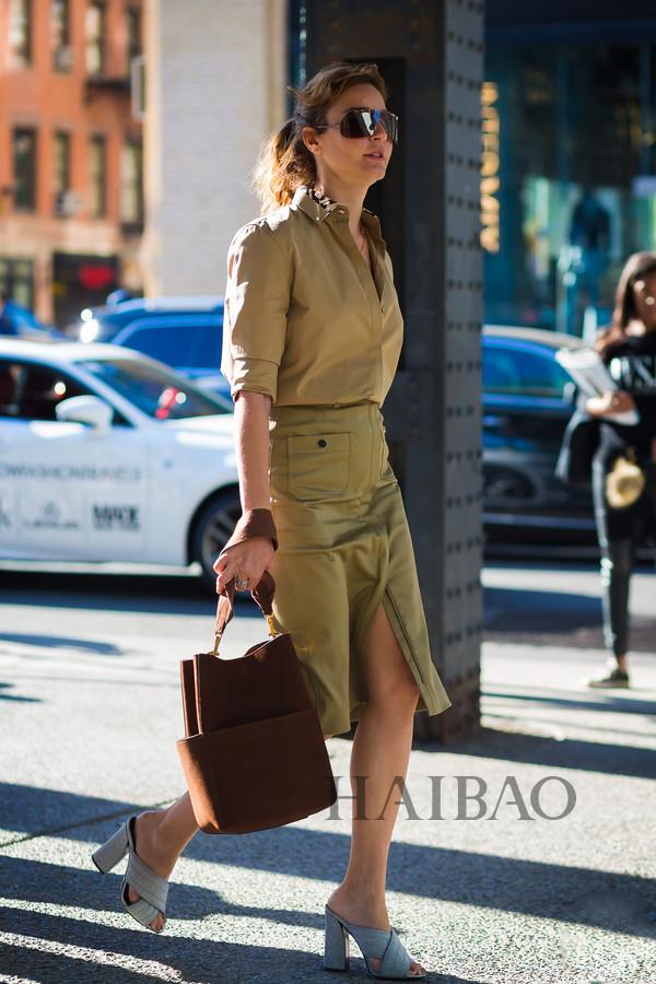 杂志土耳其版时尚编辑ece sukan2017春夏纽约时装周秀场外街拍