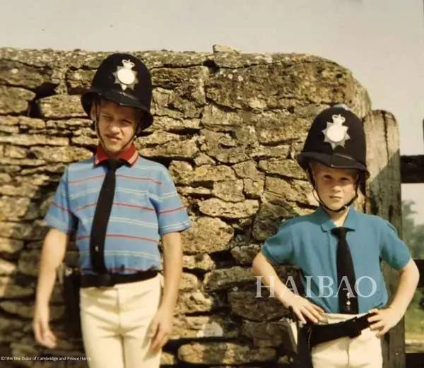 以及戴安娜王妃私人相簿中两个儿子的童年照-为啥 她是英国王室的