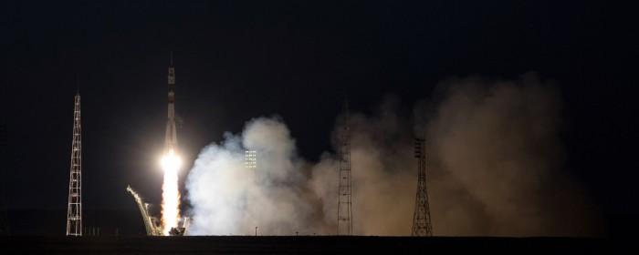 俄载人飞船与国际空间站顺利对接