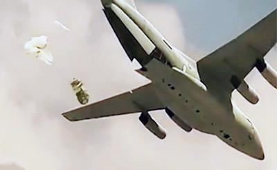 中国空降兵部队发布宣传大片 运20演示重装空投