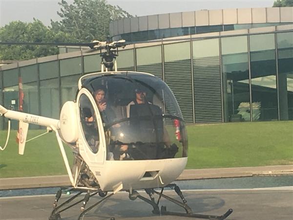 95后《王者荣耀》主播坐直升机空降ChinaJoy会展