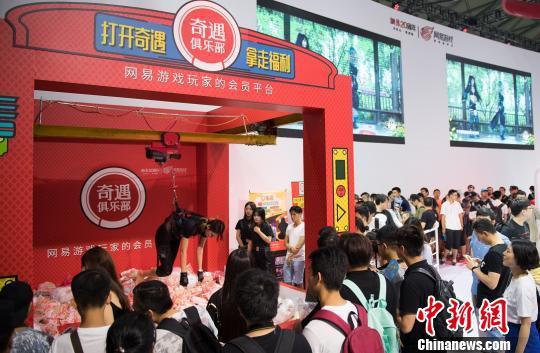 ChinaJoy玩家共享泛娱乐文化 真人娃娃机吸睛
