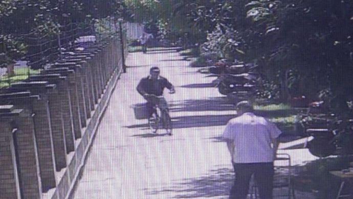 骗子掉包老太2000退休金 上海警方动用无人机侦破案件