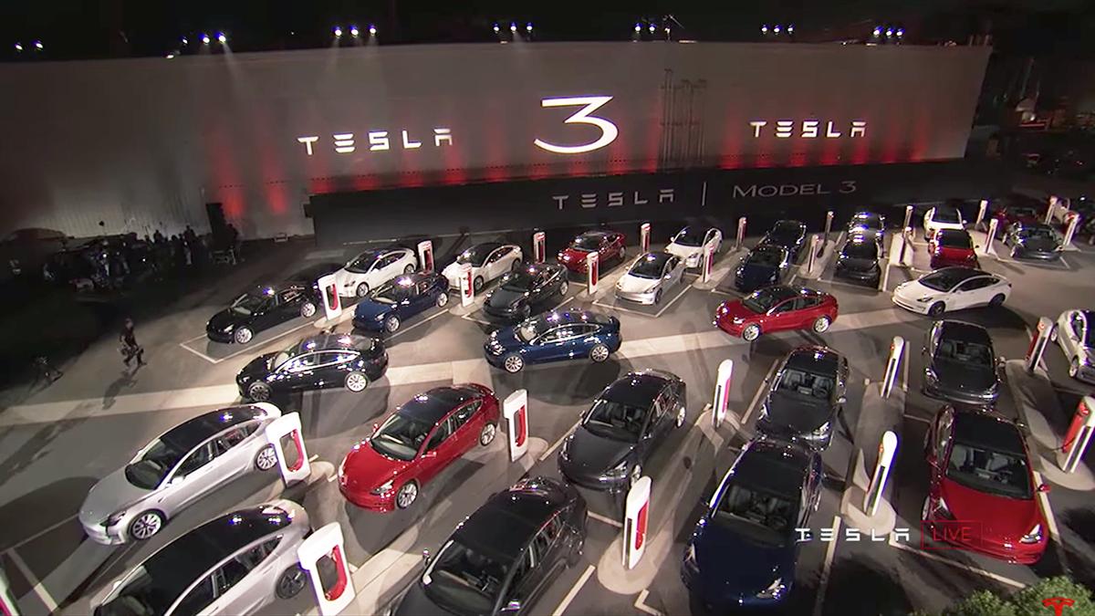 特斯拉第一批Model 3为自动驾驶连仪表盘都不要了