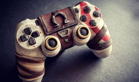 牛人自制《战神》PS4手柄 玩游戏如同奎爷附体