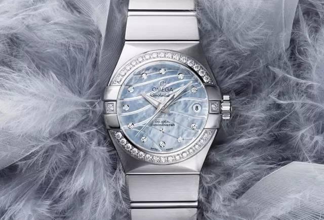如何一眼看出别人戴什么手表?记住这些独特设计就够了