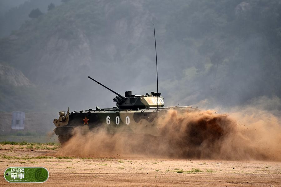 军事奥运会中国军团全力出击 空降战车6炮全中