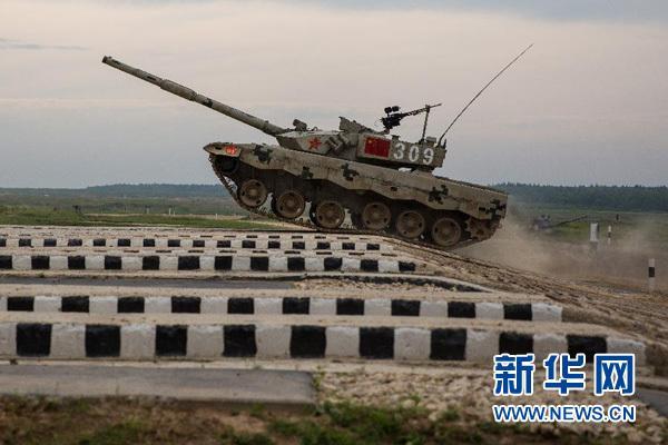 """中国""""坦克两项""""代表队首赛告捷 三发炮弹全中"""