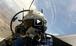 空军歼-10B座舱内景首公开