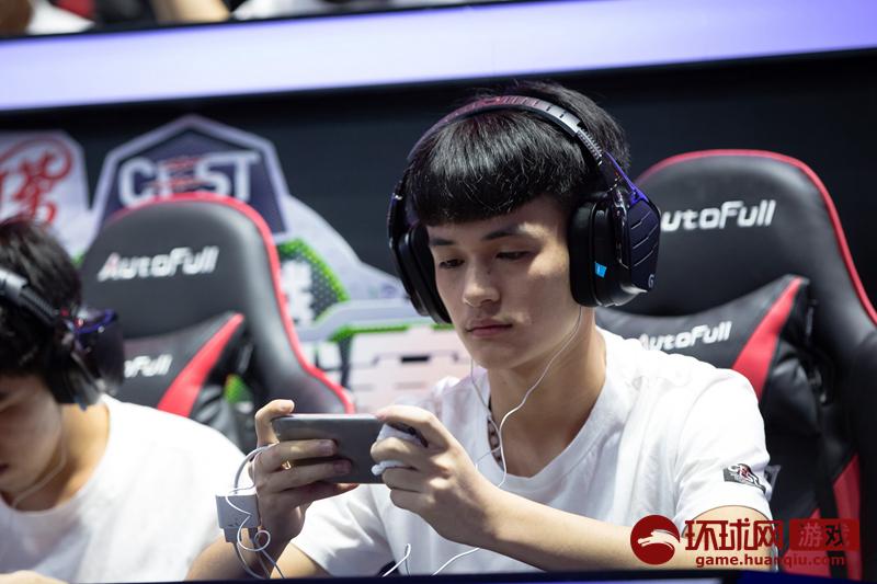 巨人网络2017 ChinaJoy:《球球大作?#20581;?#26657;园挑战赛