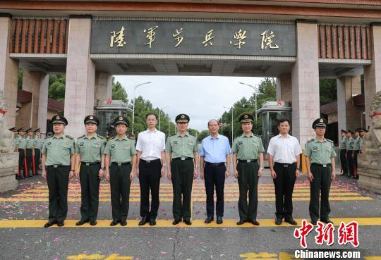 中国人民解放军陆军步兵学院挂牌 系副军级院校(图) - 张庆瑞65 - 百纳袈裟
