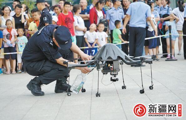 警用无人机首次亮相乌鲁木齐市警营开放日