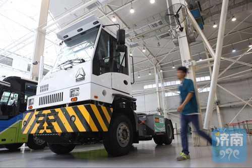 中国研发首款氢燃料码头牵引车,中国重汽制造