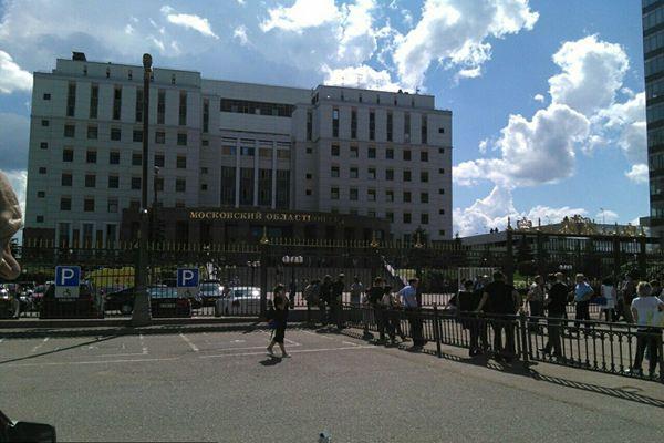 莫斯科法院发生枪击案 三被告试图抢枪逃走遭击毙