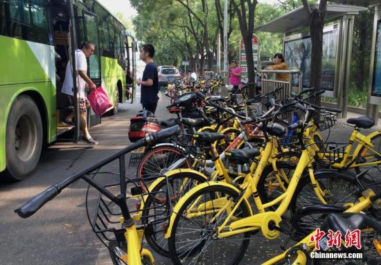 共享单车引发的蝴蝶效应:占道、交通事故、诈骗