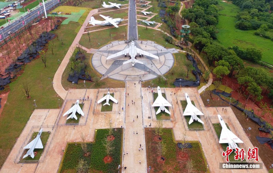航拍南昌军事主题公园 各式军机整齐陈列
