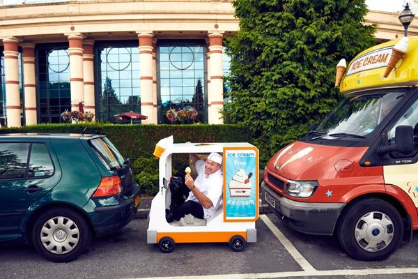 """太迷你了!世界最小冰淇淋车亮相似来自""""小人国"""""""