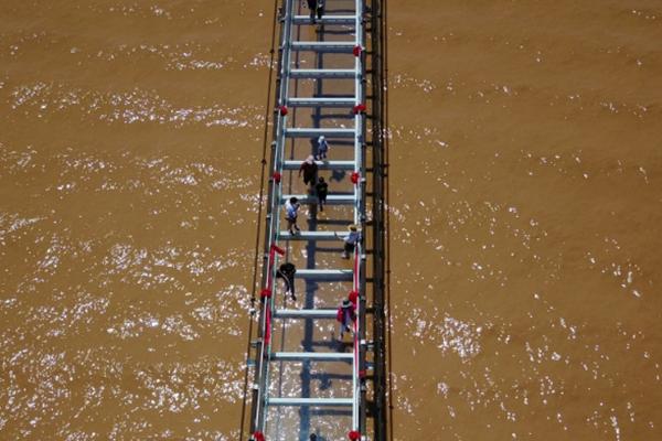 一座横跨黄河的玻璃桥