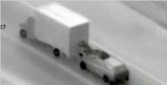 货车行驶中被劫匪尾随洗劫一空 司机毫无察觉