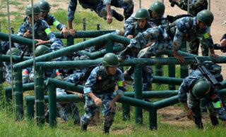 空降排比赛六国军人力争桂冠