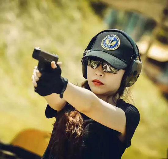 不靠颜值只拼实力 她如何成为大陆首位女子安全官?