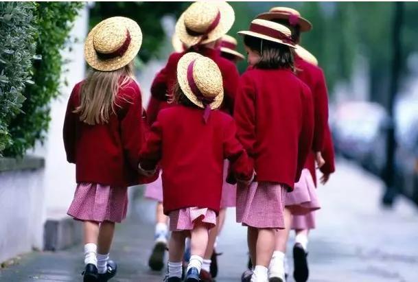 英国妈妈真实记录富豪子女生活:他们的优秀令我很担忧