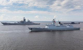 054A伴行俄最大巡洋舰核潜艇