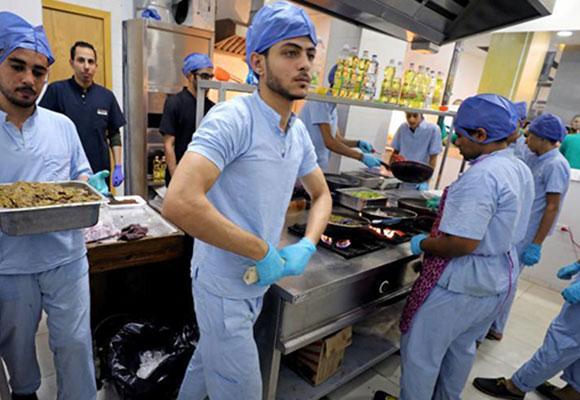 """埃及手术室主题餐厅亮相 """"医生护士""""转行变厨师"""