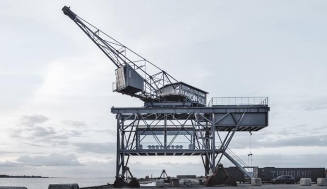 老港口起重机变成豪华隐居地 配有水疗中心