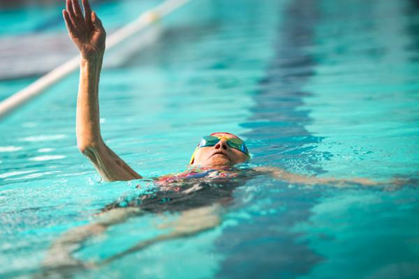 日本103岁游泳老太太 曾打破吉尼斯世界纪录