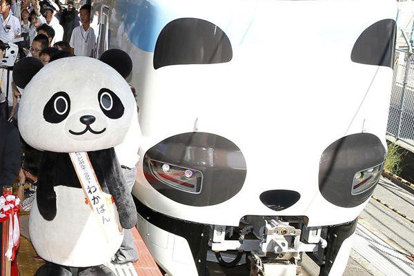 造型太萌!日本大熊猫主题特快列车发车