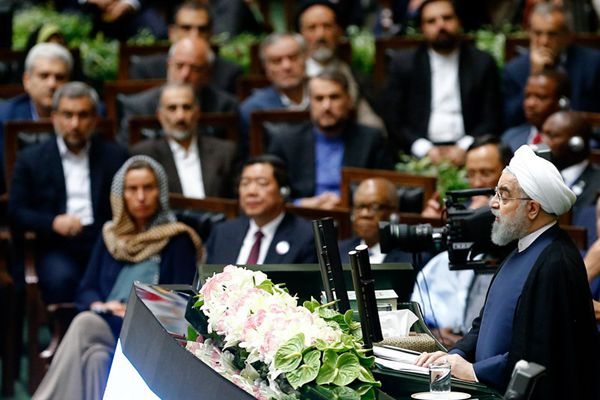 伊朗连任总统鲁哈尼宣誓就职 近百国政要到场祝贺