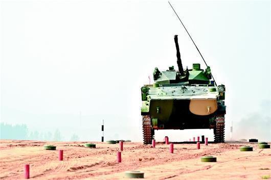 国际比赛:中国战车无空调 驾驶舱气温近50度