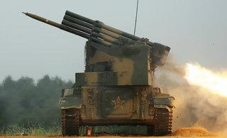 中国自行火箭炮连续猛烈开火