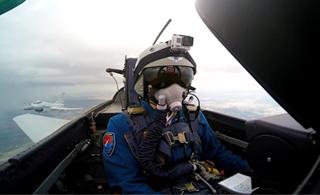 歼-10B首次亮相国际比赛:展现大片气势!
